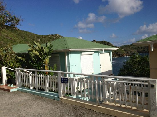 View from road picture of auberge de la petite anse for Auberge de la maison tripadvisor