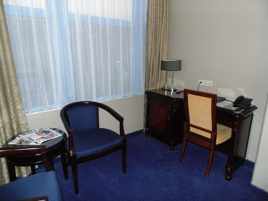 BEST WESTERN Blue Square Hotel: Desk
