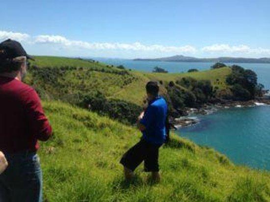 Hike Bike Ako Waiheke Island : Walking on Waiheke