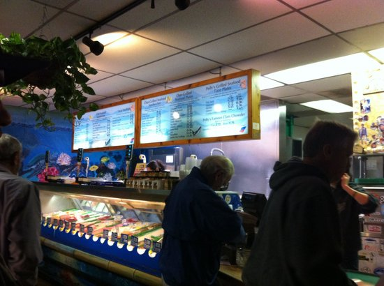 Pelly's Fish Market & Cafe: Waiting for our to go food @ Pelly's