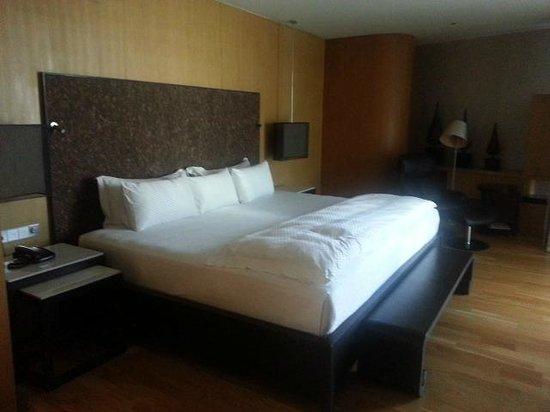 Maduzi Hotel: Bed
