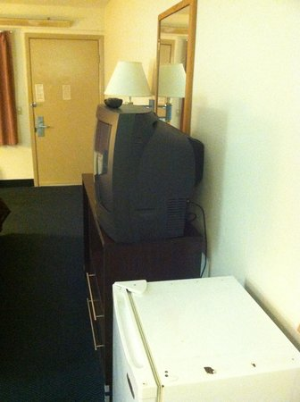 Motel 6 Charlotte NC Airport: Dirty, Dated,Dangerous
