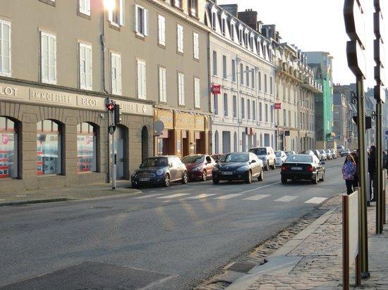 Ibis Saint Malo Plage: Vista da frente do hotel.
