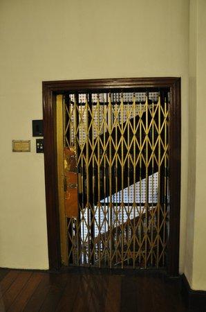 Queens Hotel Kandy: Nostalgic OTIS Elevator