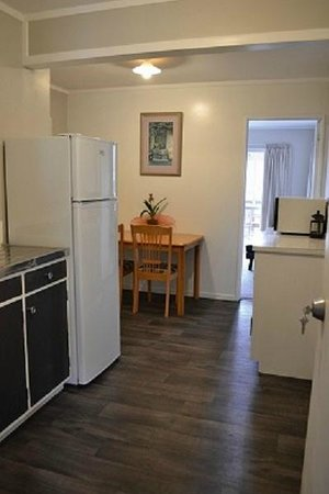 Coromandel Seaview Motel Style B&B : Family Unit Kitchen