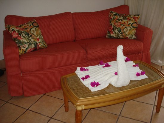 Grace Bay Suites: Living room