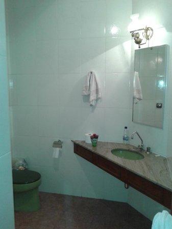 Columbia Palace: Banheiro do quarto 50