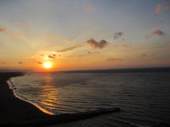 Heiseikan Shiosaitei : 部屋からの朝陽