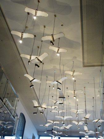 Heiseikan Shiosaitei : フロントから奥の天井の飾り