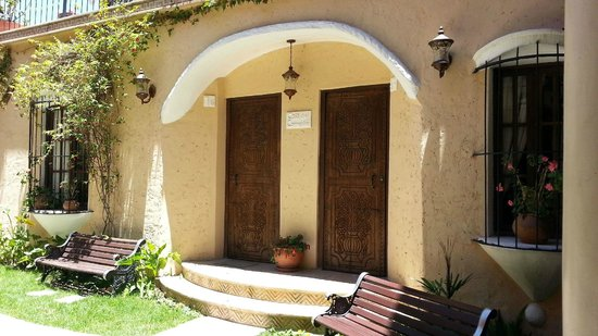 Hotel Boutique Mi Pueblo Samary: Wood carved doors