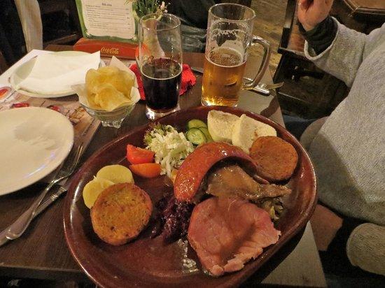 Malostranska Restaurant: Platter and beer