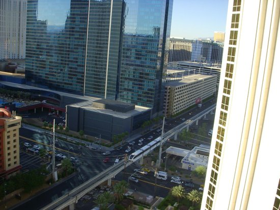 Signature at MGM Grand: Vista da varanda do quarto.