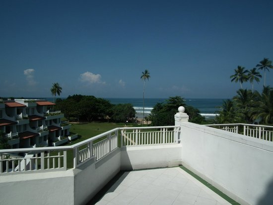 Vivanta by Taj - Bentota : ホテル前はビーチ