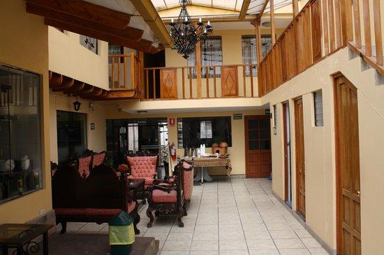 Koyllur Hostal: hotel courtyard