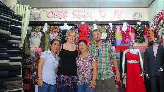 Hoi An Tailor - Nu Ni : Us and the super friendly staff...