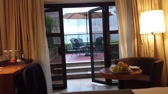L'Hotel Porto Bay Sao Paulo: suite 16 com terraço no fundo