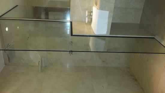 L'Hotel PortoBay Sao Paulo: suite 16 - chuveiro excelente. parece uma cachoeira