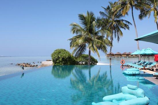 Anantara VeliMaldivesResort: View from the pool