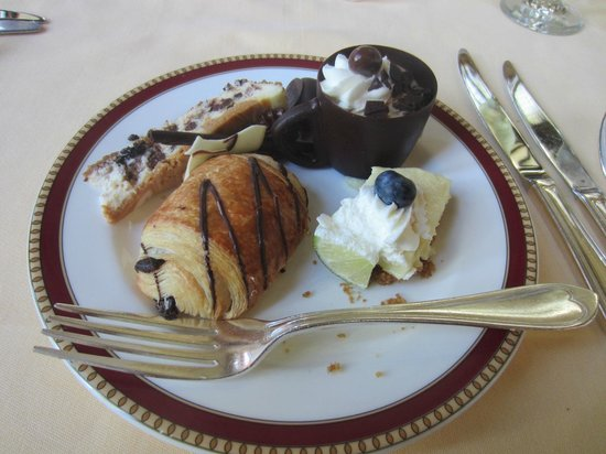 The Circle at The Breakers : Dessert, part 1