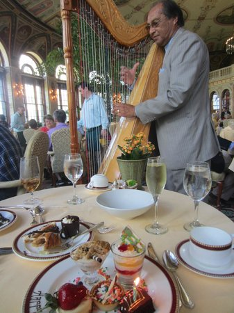 The Circle at The Breakers : Playing my musical request