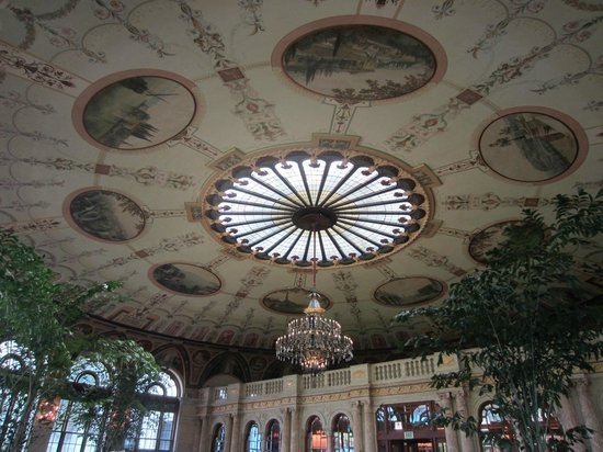 The Circle at The Breakers : One view of the dining room