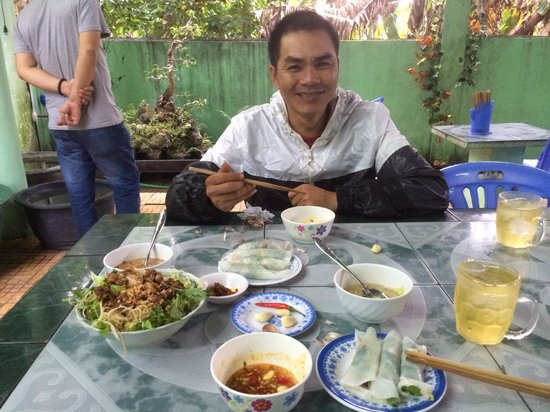 Hue Freedom Riders - Day Tour: Lunch with mr hieu