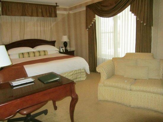 The Talbott Hotel: Premium King Room