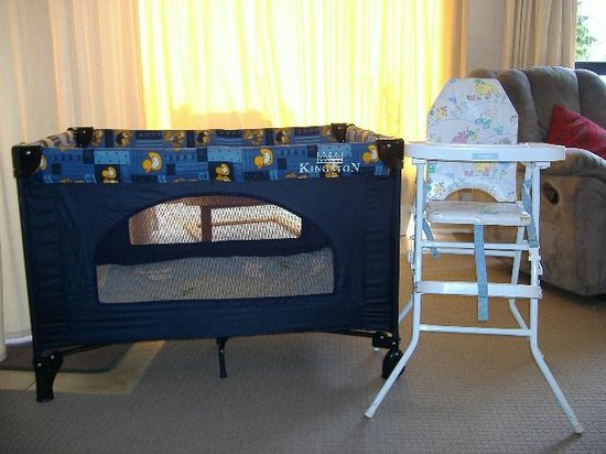 Lakefront Lodge: Porta Cot Highchair (free)
