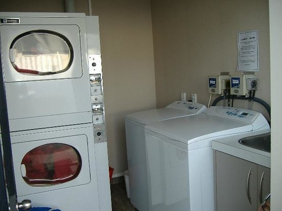 Lakefront Lodge: Laundry
