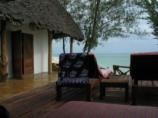 Pongwe Beach Hotel : Vals room side porch