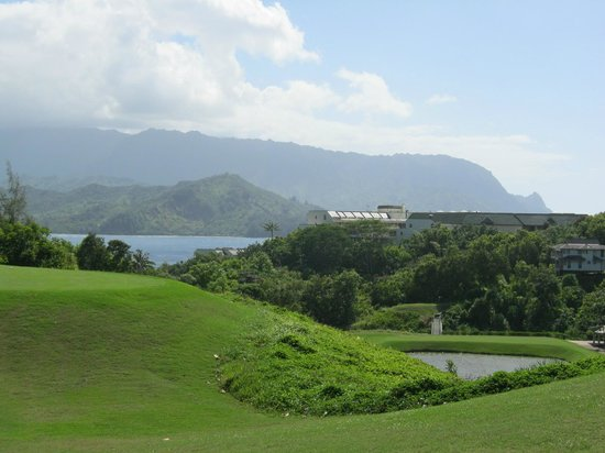 Westin Princeville Ocean Resort Villas : A view of the north bay from one of the holes I was playing.