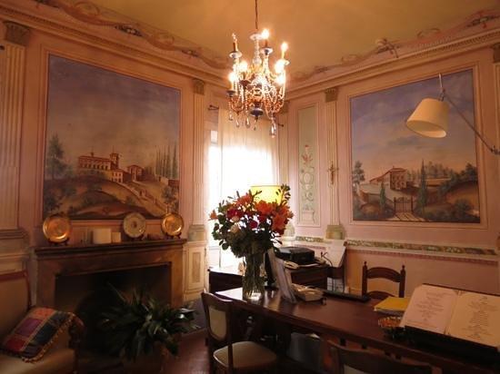 Villa Cicolina: reception room
