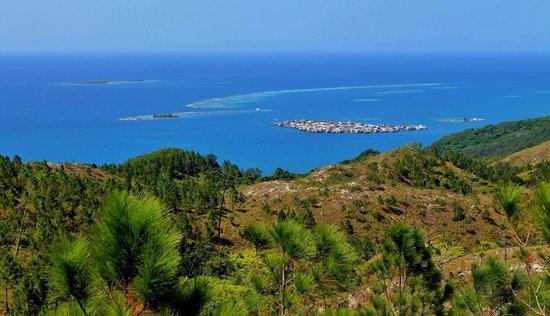 Guanaja, Honduras: The Cay from the beautiful Mountains.