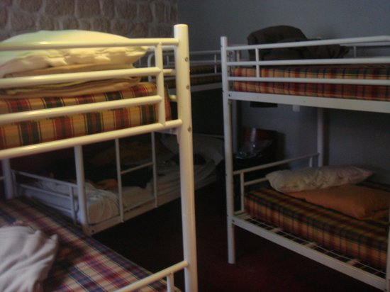 Le Regent Hostel: Limpian y aspiran a diario, pero no cambian frazadas y hace rato no lavan alfombras