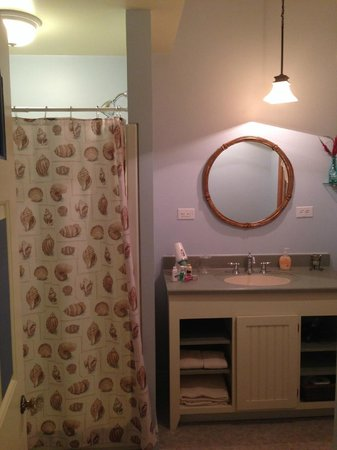 Pillow and Pantry B&B: beach bathroom