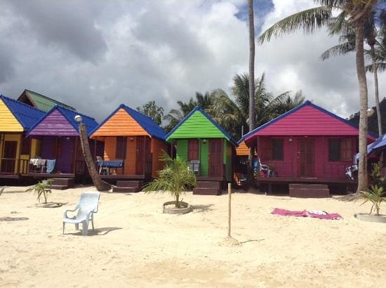 New Hut Bungalows: bungalow on the beach