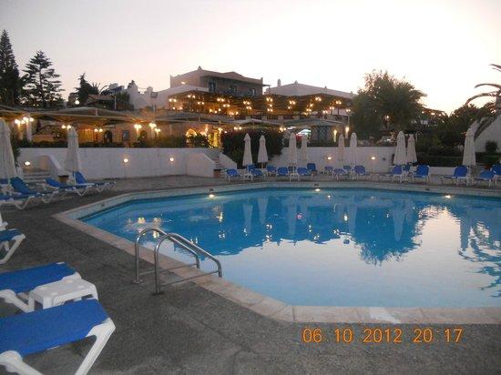 Aldemar Cretan Village: у бассейна