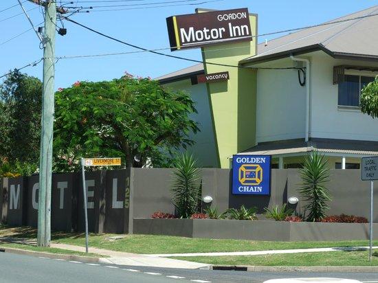 Redcliffe Motor Inn: Gordon Motor Inn from the street