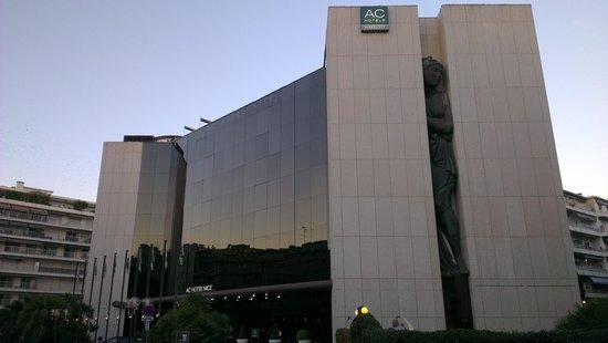 AC Hotel by Marriott Nice: отель днём