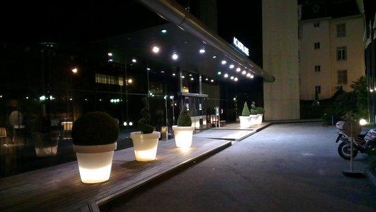 AC Hotel by Marriott Nice: вечернее освещение