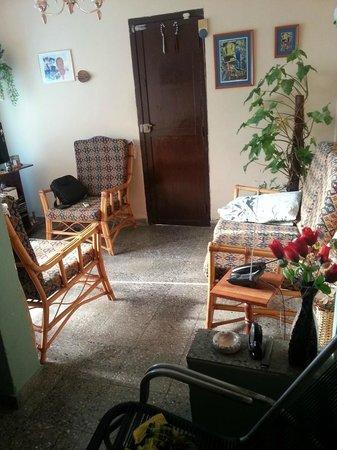 Ramiros House: Общая комната