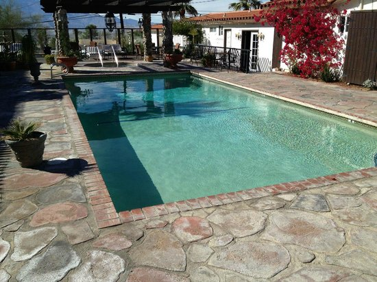 Tuscan Springs Hotel and Spa: Big Pool - 1st view - like bathwater!