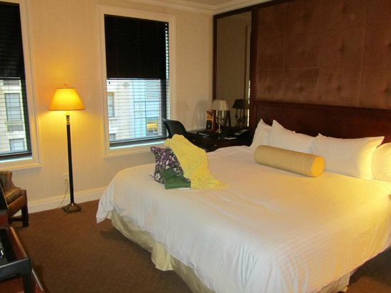 The Iroquois New York: Deluxe King Room