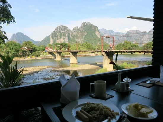Villa Vang Vieng Riverside: View at Breakfast