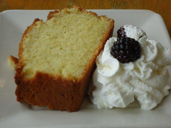 Amelia's: Infoumous Palenta cake
