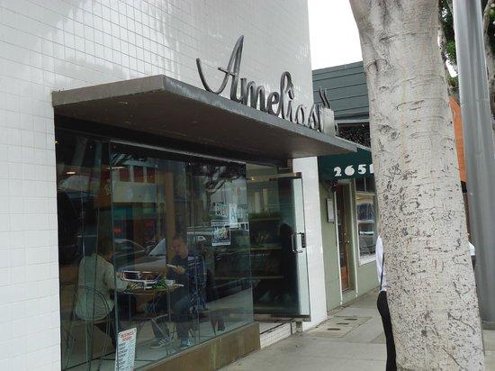 Amelia's: Outside