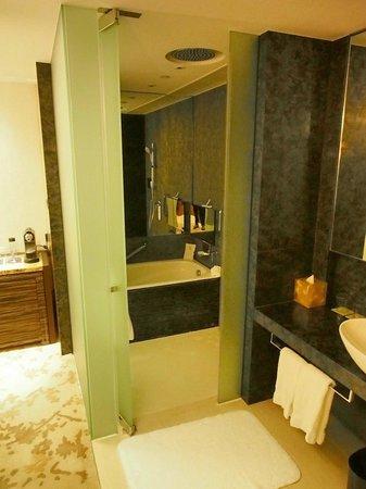 Hotel ICON: 38 Room - Shower