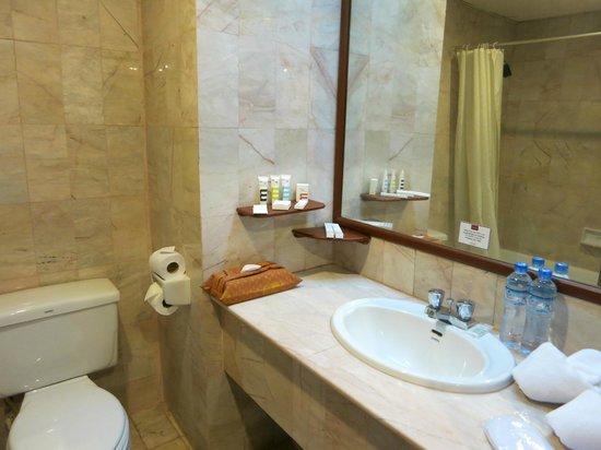 Mercure Vientiane: Bathroom