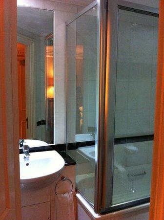 Grange Clarendon Hotel: Bathroom