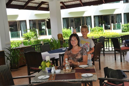 Amora Beach Resort: завтрак